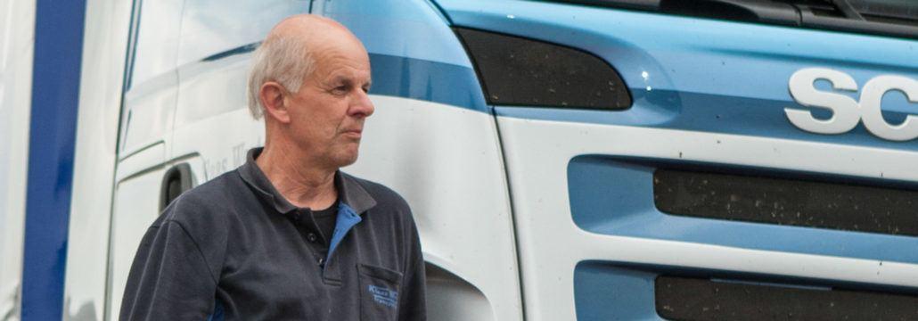 Chauffeur Wietse de Jong (59) uit Wouterswoude rijdt bij Klaas Westra Transport te Dokkum.