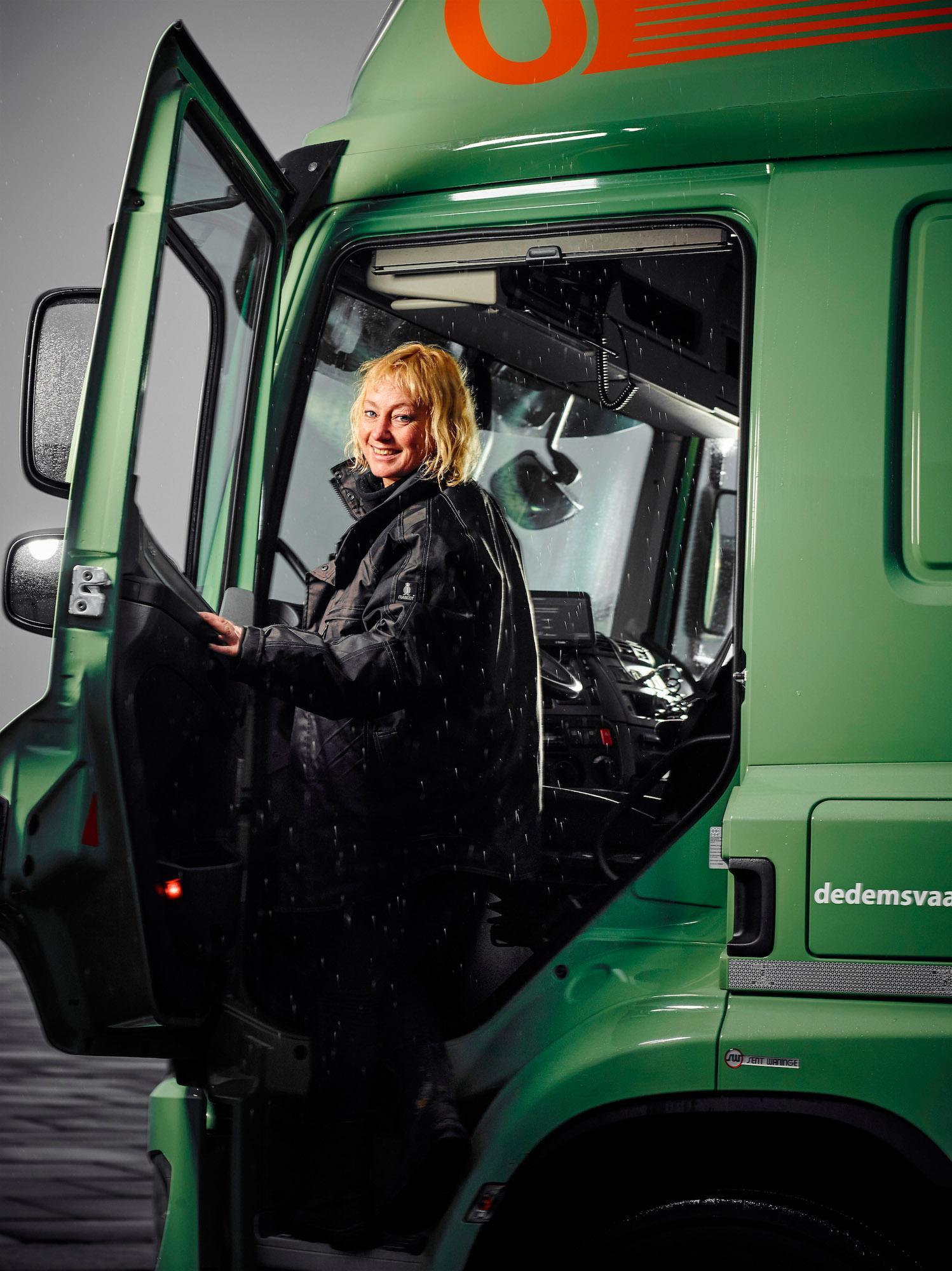 Lucienne Mulder van Oegema Transport in haar vrachtwagen